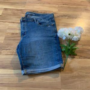 Mossimo midrise Bermuda shorts size 18